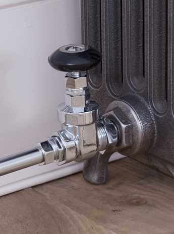 Whitworth manual radiator valve chrome
